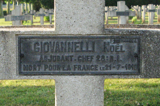 Photo de la sépulture de l'adjudant Giovannelli, enterré dans la nécropole nationale de Rémy (Oise)